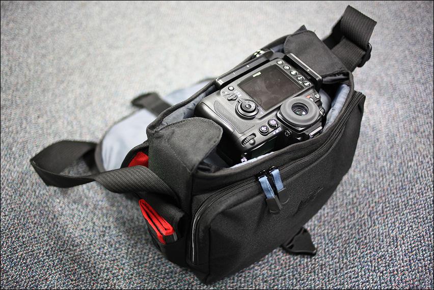 IMAGE: http://gear.benjacobsenphoto.com/wp-content/gallery/tamrac-5534/img_4354.jpg