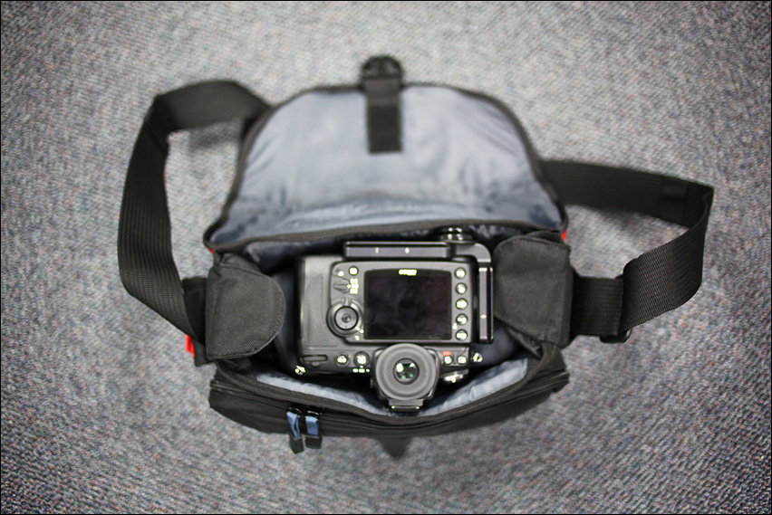 IMAGE: http://gear.benjacobsenphoto.com/wp-content/gallery/tamrac-5534/img_4355.jpg