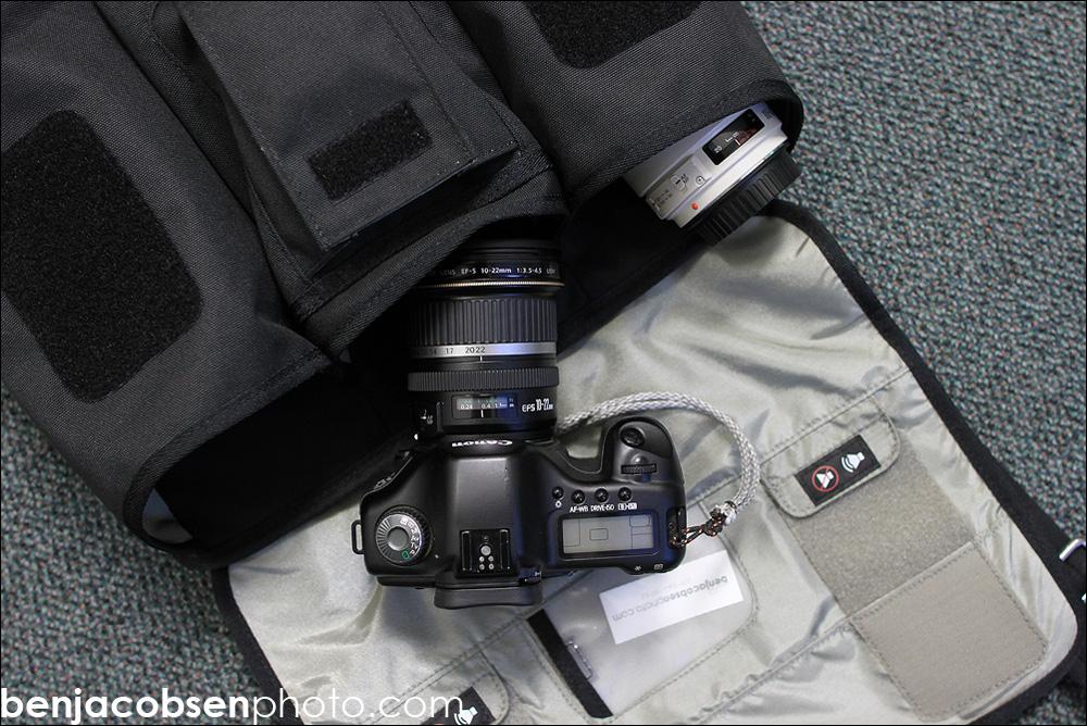 IMAGE: http://gear.benjacobsenphoto.com/wp-content/gallery/thinktank-lenschanger-3-review/img_7175.jpg